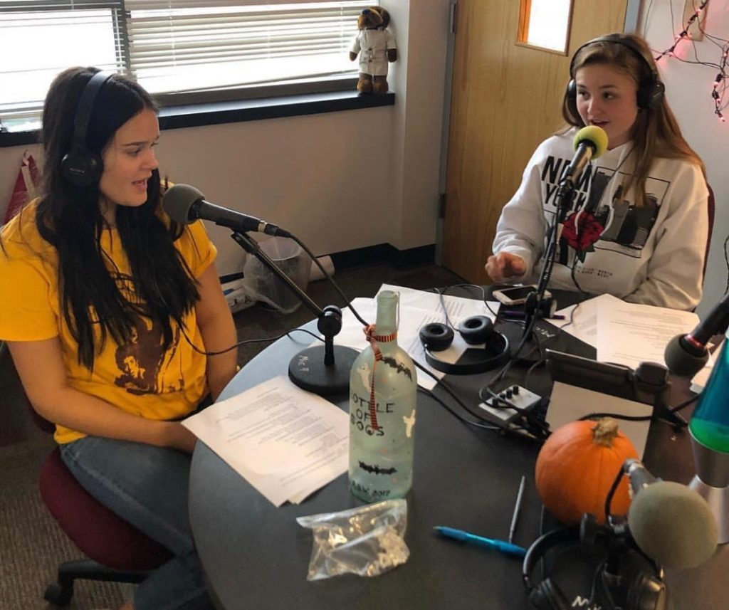 Lauren Brennecke and Madison Anderson on the 60's Jukebox show.