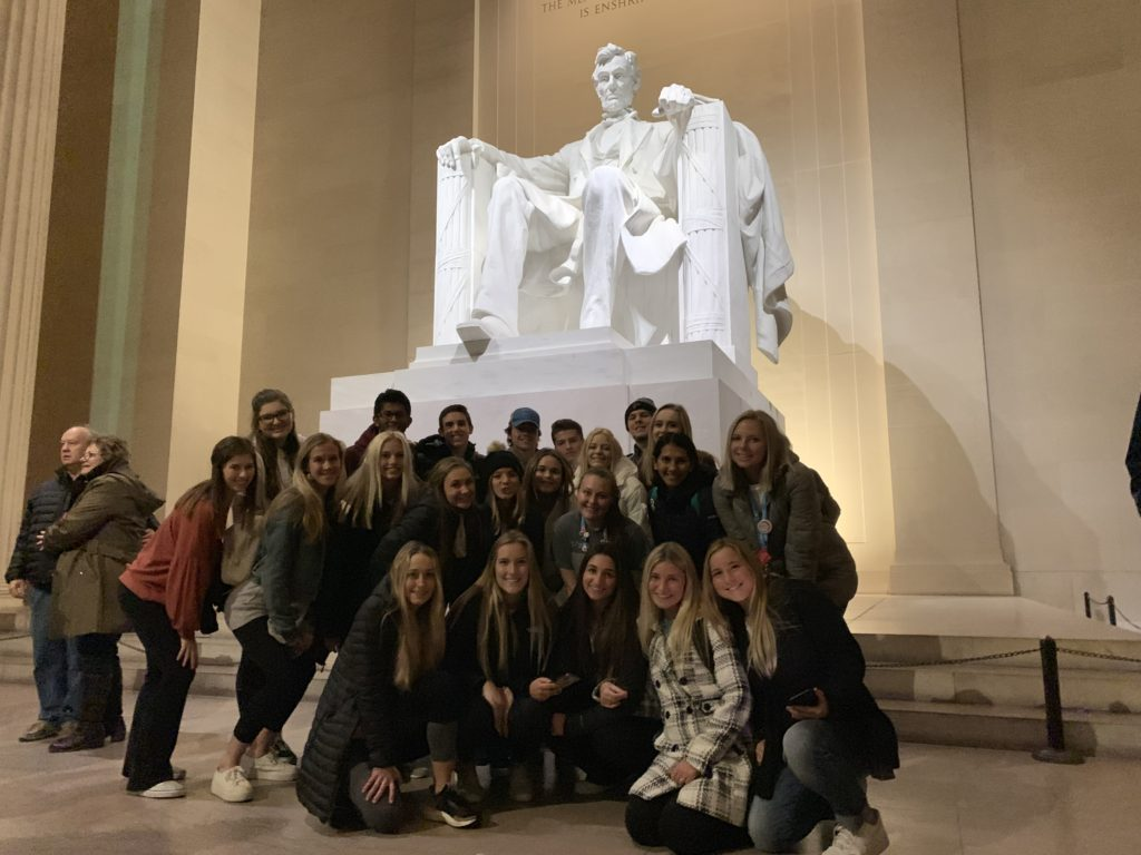 Journalism students visiting the Lincoln Memorial